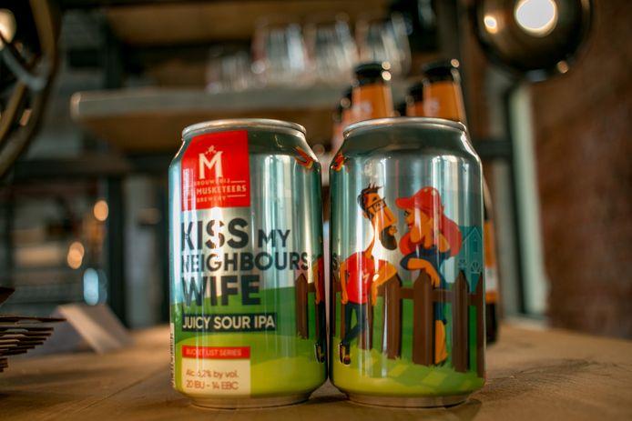 Het eerste bier in blik van The Musketeers: 'Kiss My Neighbour's Wife'.