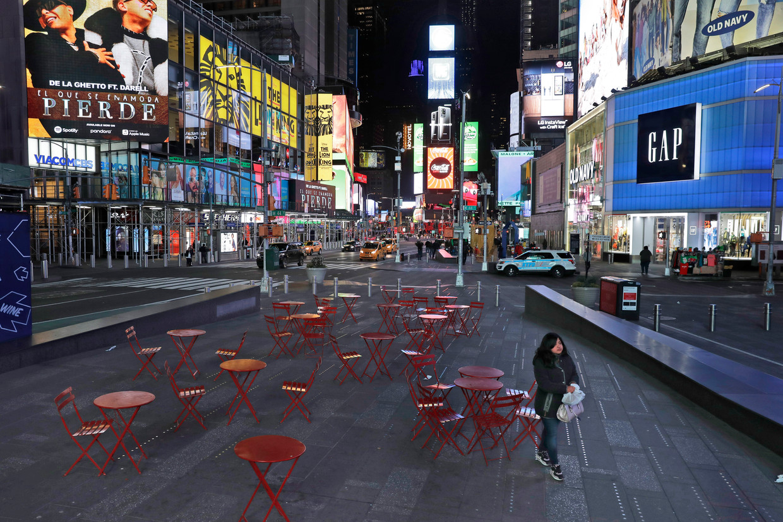 Het is rustig op het anders zo bomvolle Times Square in New York, de voorbije maandag. Beeld AP