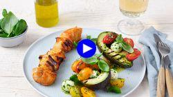 Zo simpel, zo zomers en zo gezond: dit is het perfecte slaatje voor bij de barbecue