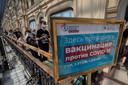 Russen in de rij voor het Spoetnik-vaccin.