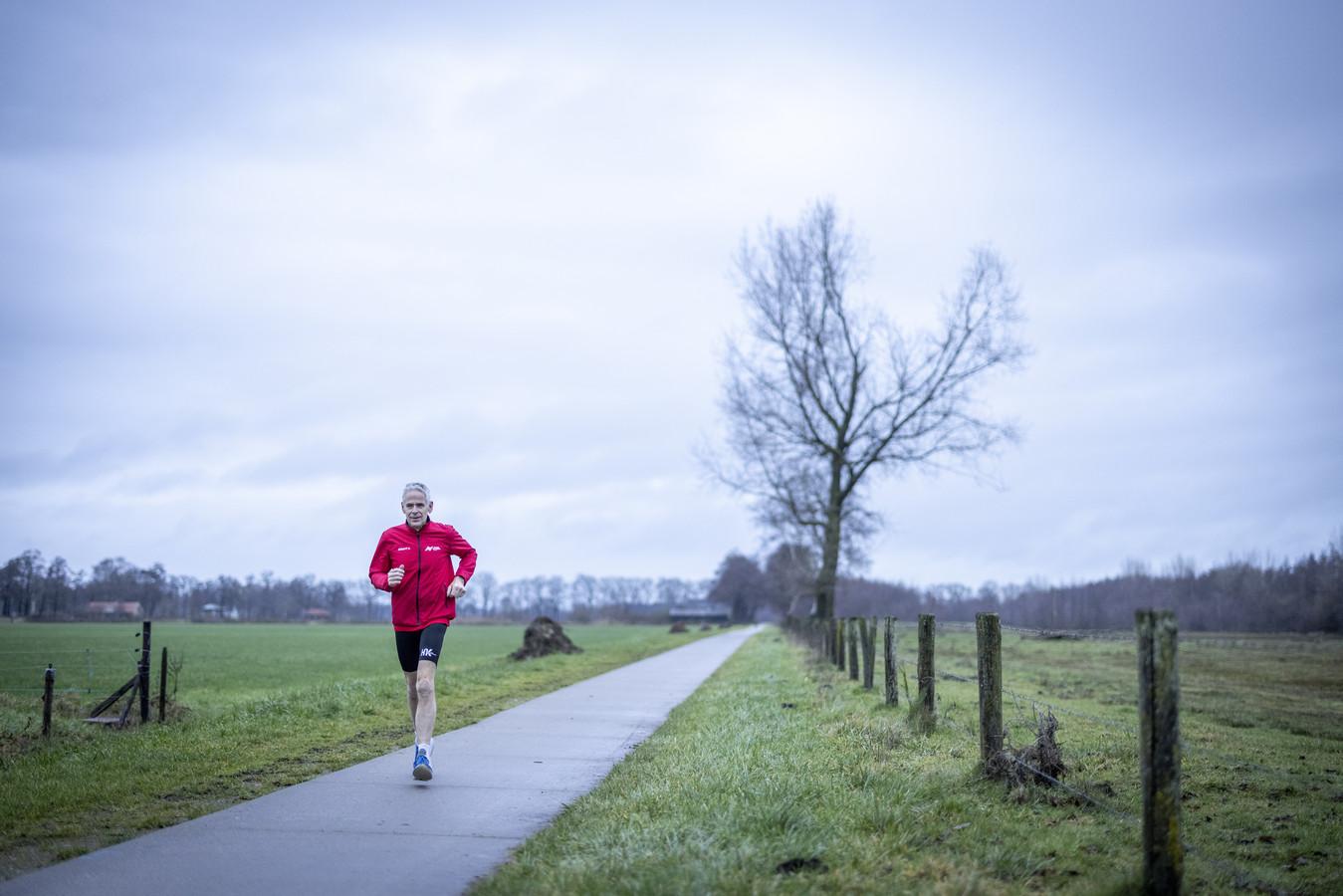 Looptrainer Jan Tijhuis van AV Rijssen heeft de virtuele hardloopwedstrijd Rijssenseveldloop samengesteld.