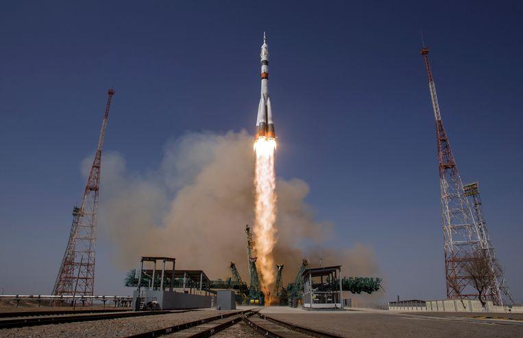 Een Soyoez-raket brengt kosmonauten naar het ISS.  Beeld EPA