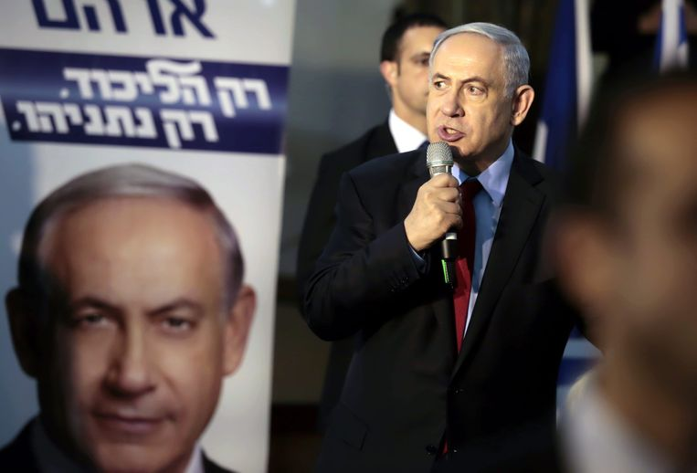 De huidige Israëlische premier Benjamin Netanyahu, die campagne voert. Beeld EPA
