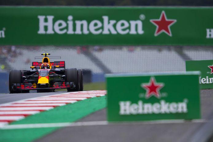 Het groen, rood en wit van Heineken afgelopen juli tijdens de F1 in Oostenrijk. Max Verstappen, hier tijdens de tweede vrije training, won uiteindelijk de race.