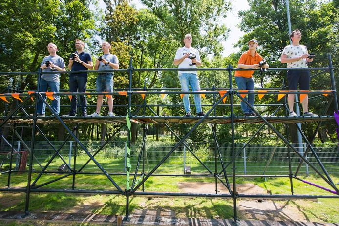 Leden van RC Club Zoetermeer zien een lang gekoesterde wens in vervulling gaan: een eigen racebaan voor op afstand bestuurbare auto's.
