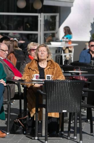"""Grotere terrassen voor altijd? Na Gent maakt ook Hasselt de denkoefening: """"Hasselaren en bezoekers vinden het gezelliger zo"""""""