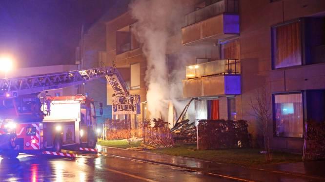 Bewoners rusthuis geëvacueerd na explosie: hulpdiensten vinden obussen en buskruit in kamer bewoner