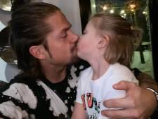André Hazes biedt zoontje excuses aan in lied: 'Van nu af aan ga jij mij minder zien'