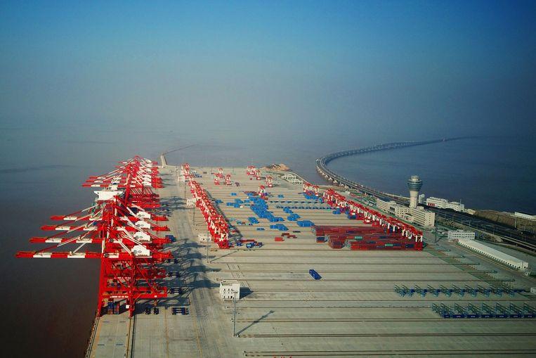 Containers in de Yangshan Deep Water Port, die deel uitmaakt van de vrijehandelszone van Shanghai.