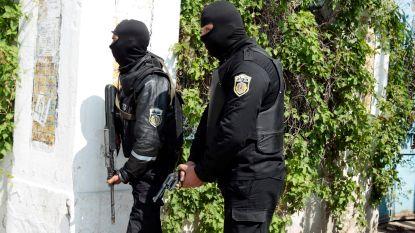 Omsingelde jihadist blaast zichzelf op in Tunesië