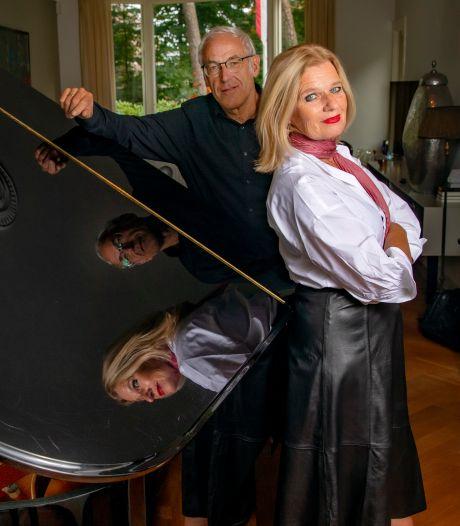 Apeldoorns bekendste cabaretière viert twintig jaar podium: 'De reis is net zo belangrijk als het doel'