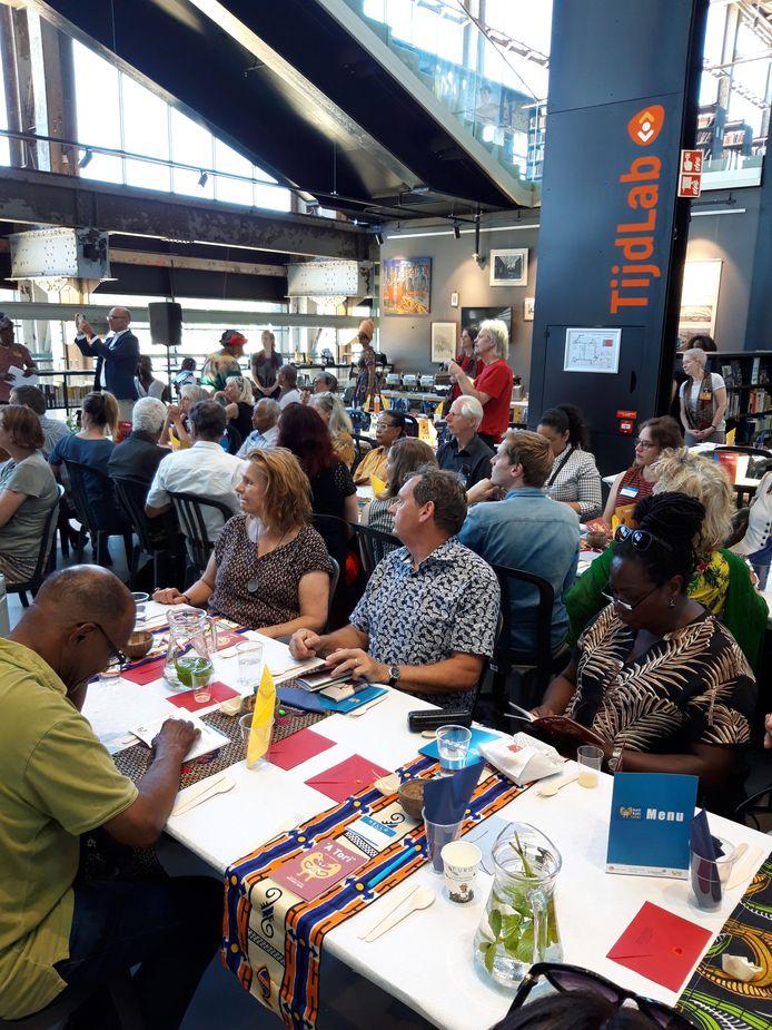 Deelnemers aan de dialoogtafel.