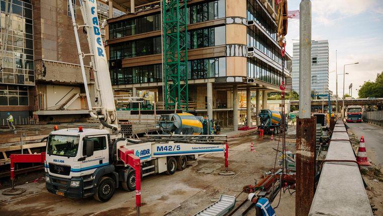 Nieuwbouw van kantoren is alleen mogelijk aan de Zuidas, zoals hier bij de uitbreidign van het Atriumcomplex aan de Parnassusweg Beeld Marc Driessen