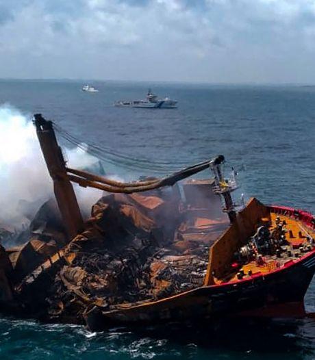 Sri Lanka: le navire incendié a partiellement coulé, mauvaise nouvelle pour l'environnement