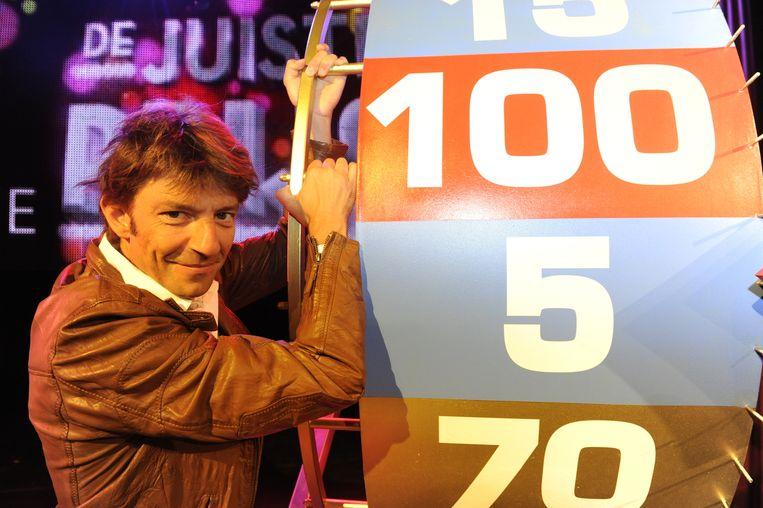 Wauters als presentator van de spelshow De juiste prijs (2010). Beeld vtm