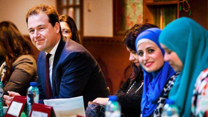 Asscher bij een bijeenkomst met Contactorgaan Moslims en Overheid (CMO) in de Al-Kabir moskee.