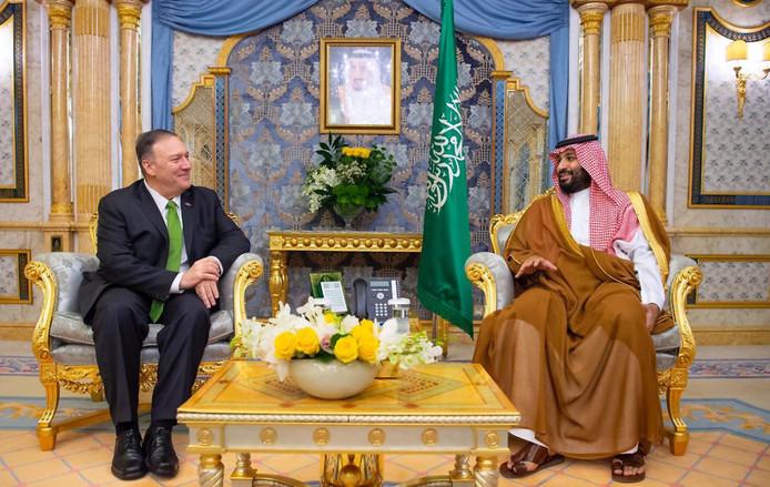 Pompeo en bin Salman in Saoedi-Arabië.