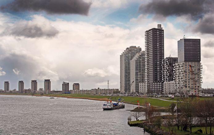De bouw van woontorens langs de Oude Maas stonden vanaf het begin vast bij de komst van wijk Het Land.