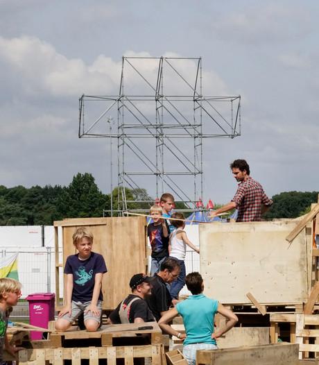 Timmeren aan bouwdorp én festival