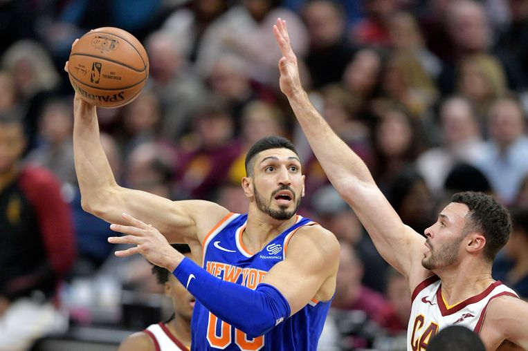 Enes Kanter in actie voor de New York Knicks.