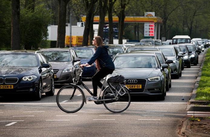 Drukte op de toekomstige Noordelijke Randweg Utrecht, de Albert Schweitzerdreef.