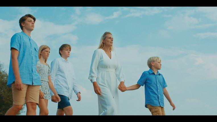Regisseur Miriam Guttmann: 'Ik vroeg me af: kijken ze  anders naar hun kind nu ze weten dat het van Karbaat is? Is het alsof je een kind van een verkrachter krijgt? Een van die kinderen zei: mijn leven is een leugen gebleken.' Beeld rv
