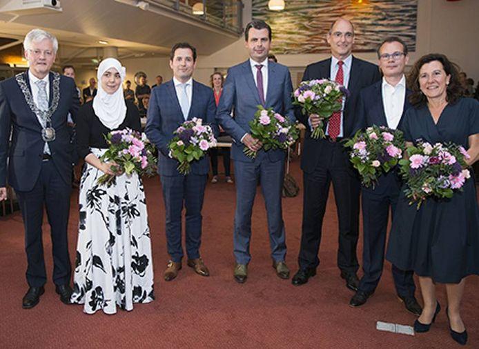 Het in juni 2018 geïnstalleerde Tilburgse college van B en W, met links burgemeester Weterings en naast hem Esmah Lahlah.