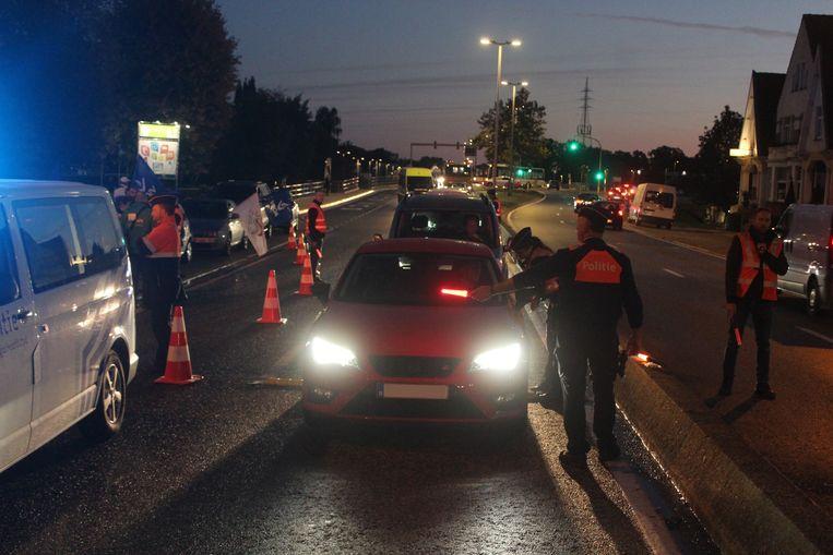 De politie hield onder meer op de Kempische Steenweg in Hasselt en de Luikersteenweg in Sint-Truiden stiptheidsacties
