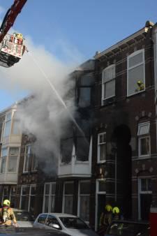 Zeer grote brand in Haagse Ampèrestraat: veel rook zichtbaar in de omgeving