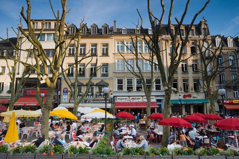 Gezellige drukte op de Place d'Armes in Luxemburg-stad, waar Amir en Nasim de bom oppikten.   Beeld Alamy Stock Photo