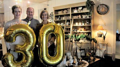 Klanten vieren dertig jaar Geschenken Denruyter