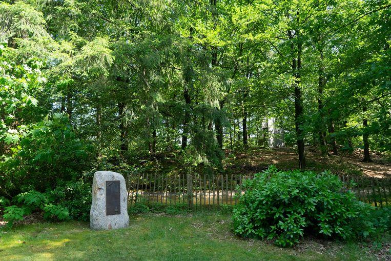 Monument voor Kyle Scott Smith naast de kanovijver van het Boschbad in Apeldoorn. Beeld Arno Haijtema