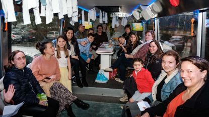 Do, re, mi: kinderen doen auditie voor musical Sound of Music in bus op parking Wijnegem Shopping Center