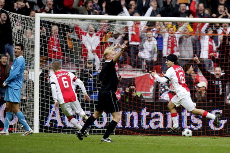 Luis Suarez (R) heeft de 1-0 gescoord voor Ajax. Foto ANP/Olaf Kraak Beeld