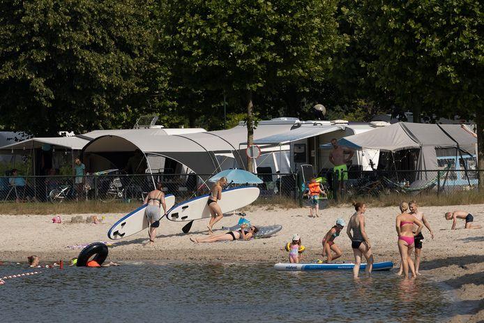 Op Recreatiepark TerSpegelt in Eersel bellen veel buitenlanders hun reserveringen af, maar dat leidt niet tot lege campingplaatsen en chalets.