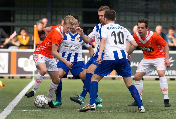 Rick Bosma (links) scoorde de 0-5 voor Longa'30.