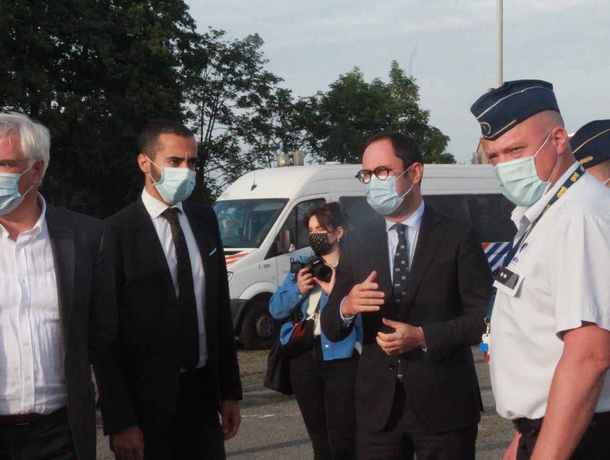 Grootschalige controleactie tegen mensensmokkel. Hier aan de voormalige grenspost in Callicanes bij Poperinge.