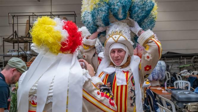 """Aalsterse Gilles in vol ornaat te zien op carnavalsbeurs: """"We beginnen de carnavalskriebels te voelen"""""""