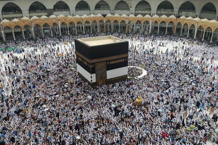 Moslima's zouden worden lastig gevallen in het heilige der heiligen van de islam, de Ka'aba. Beeld EPA