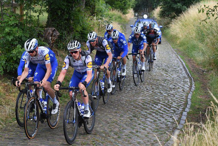 De renners van QuickStep zijn weer met groepstrainingen begonnen. Beeld BELGA