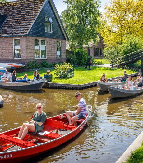 Giethoorn is weer in trek bij toeristen, maar te druk is het niet: 'Dit is te vergelijken met een dag buiten de vakanties'