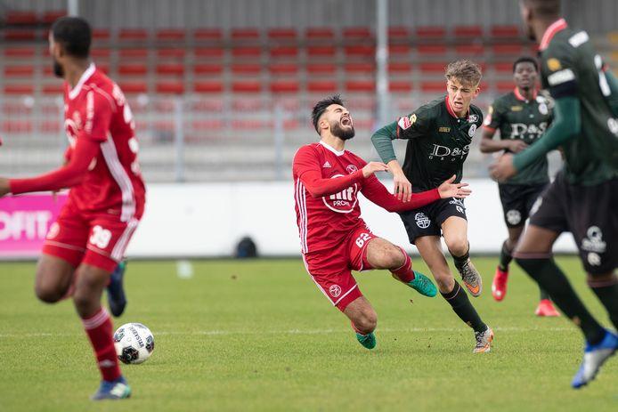 Tarik Evre schreeuwt het uit in zijn tijd bij Jong Almere City.