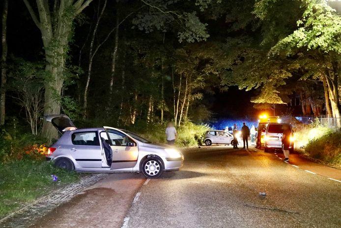 De situatie meteen na de botsing op de St. Jansberg in Milsbeek.