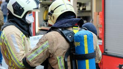 Brand breekt uit in kelder: acht mensen afgevoerd naar ziekenhuis
