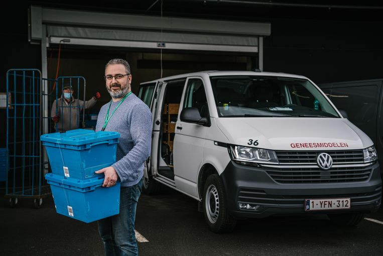 Kris Van De Mergel, chauffeur bij Belgium Pharma. Beeld Wouter Van Vooren
