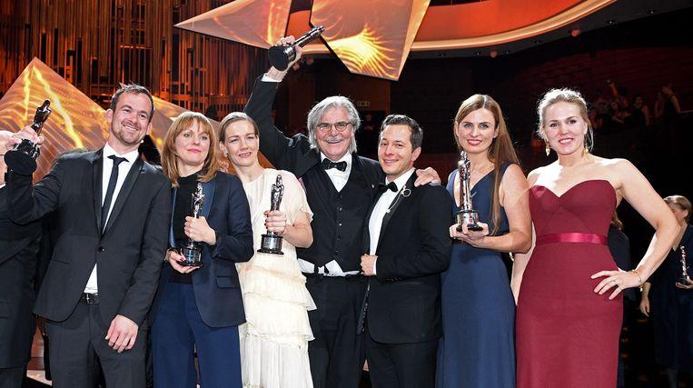De film 'Toni Erdmann' won vijf Europese filmprijzen, waaronder eentje voor beste regisseur voor Maren Ade (tweede van links) Beeld EPA