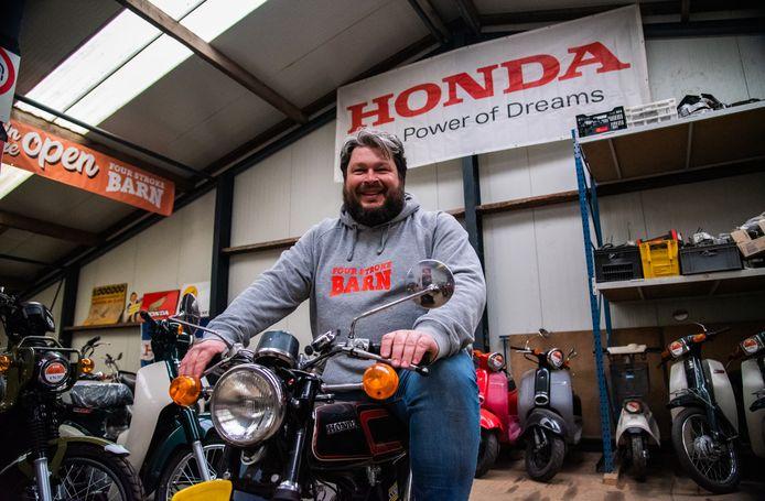 """""""De magie van een Honda viertakt brommer is voor mij het warme en diepe geluid."""""""