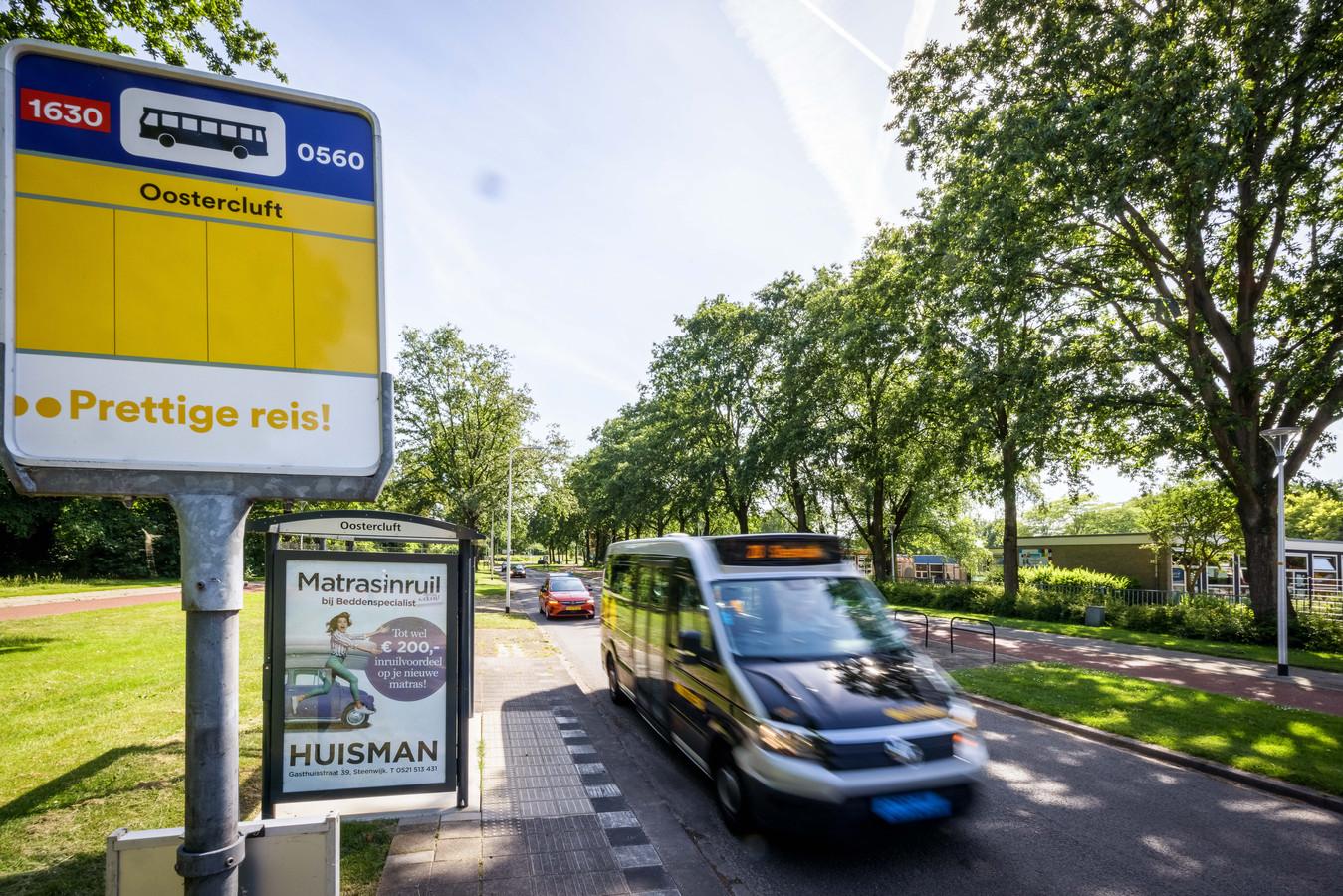 De halte Oostercluft in de wijk Oostermeenthe was één van de haltes die op de nominatie stond om te verdwijnen: dat gaat in elk geval volgend jaar nog niet gebeuren.