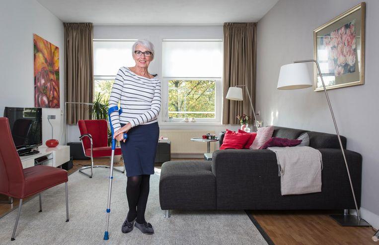 Anneke Huijgen in haar woning op het Olympiaplein. 'Doorstromen in deze buurt lukt niet.' Beeld Dingena Mol