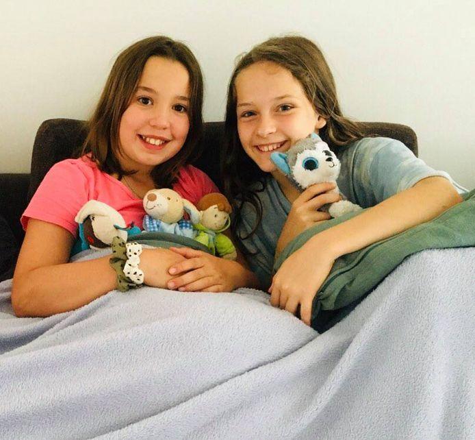 Nora (links) en Muka (rechts) zijn de helden van het jaar in Deinze: vrijdag redden ze een zesjarige jongen van de verdrinkingsdood.